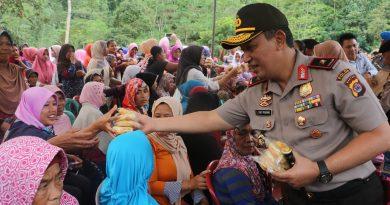 Kapolda Banten Membantu Masyarakat Yang Tertimpa Gempa