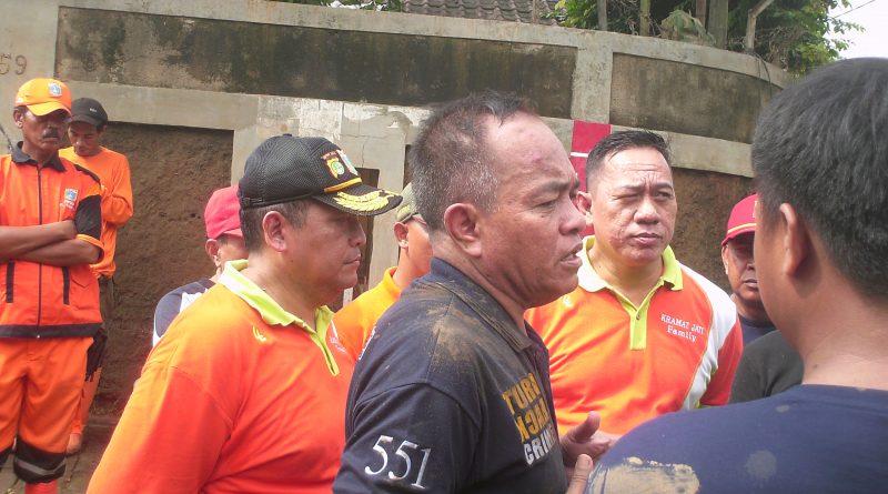 Kerja Bakti Tingkat Kodya Jaktim,Dilaksanakan Di Rw 08 Kelurahan Cawang