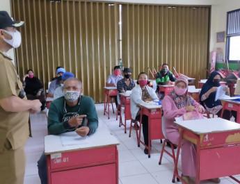 Penerima Bansos Pemprov DKI, Di Kelurahan Cawang, Dilakukan Validasi Data