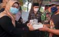 Di Kecamatan Pasar Rebo,Rutin Bagikan Takjil Pada Warga Kurang Mampu Pada Bulan Puasa